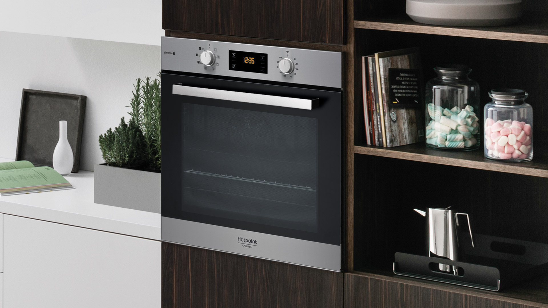 You can boost the flavour of your food threefold with a touch of steam from the new Hotpoint oven - Cucine LUBE