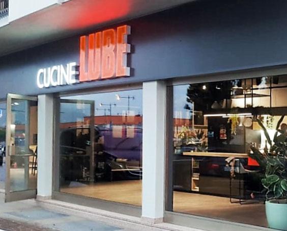 Riva Del Garda Provincia Di Trento Il Gruppo Lube Inaugura Un Nuovo Store Cucine Lube Cucine Lube