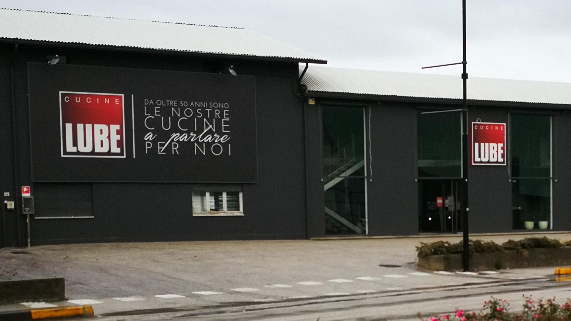 Bassano Del Grappa Provincia Di Vicenza Il Gruppo Lube Inaugura Un Nuovo Store Cucine Lube Cucine Lube