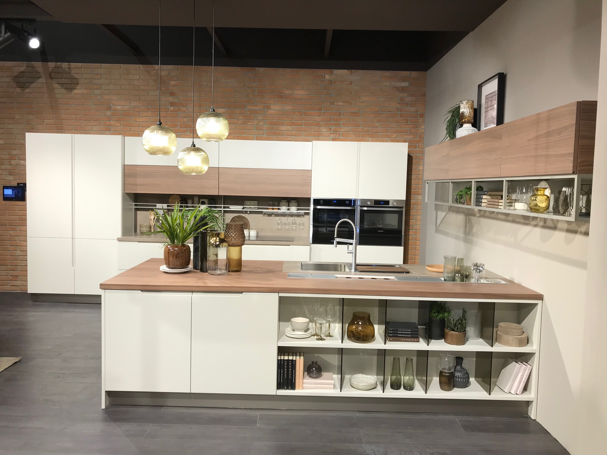 The quality and innovation of the Cucine LUBE brand on stage at ...
