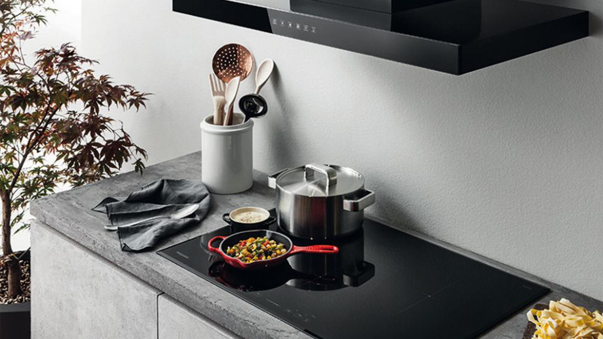 Mai Piu Problemi Di Spazio Con I Piani A Induzione Hotpoint Cucine Lube