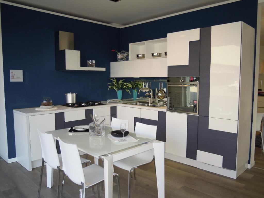 NUOVO CONCEPT STORE LUBE A LISSONE - Cucine Lube