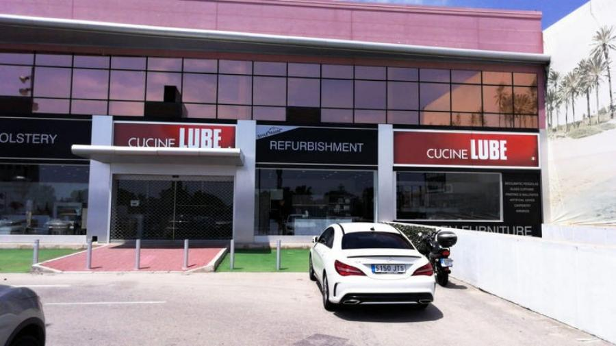 Two more mono-brand stores inaugurated in Spain