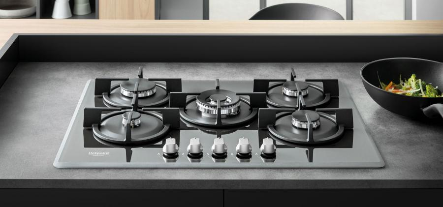 Cutting-edge design and materials in gas hobs by Hotpoint
